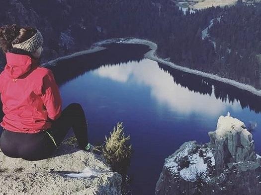 """Koh-Lanta 2020 : Claudia souvent en voyage, comment sa mère a appris """"à faire avec"""" (Exclu)"""