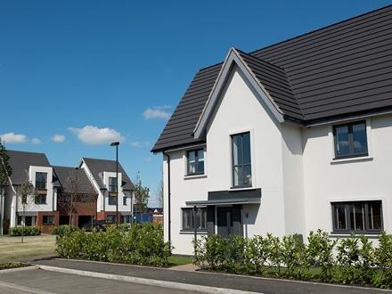 Les taux des crédits immobiliers restent collés au plancher