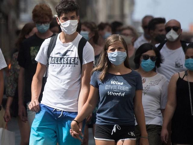 Le masque redevient obligatoire sur la côte basque et dans l'Hérault