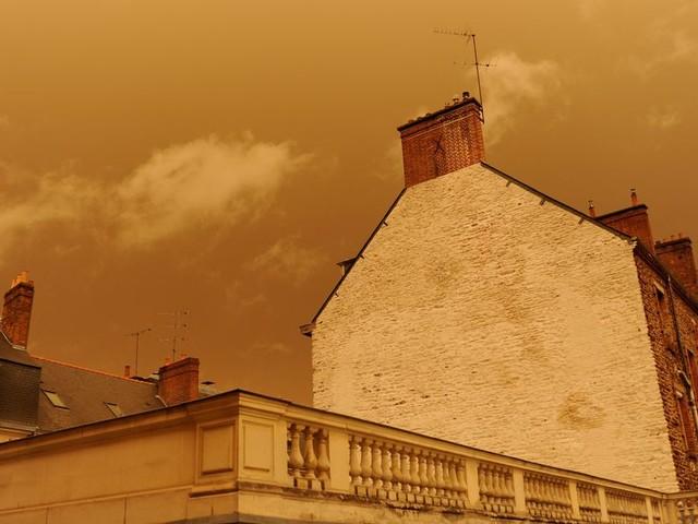 Du sable du Sahara colore à nouveau le ciel en France
