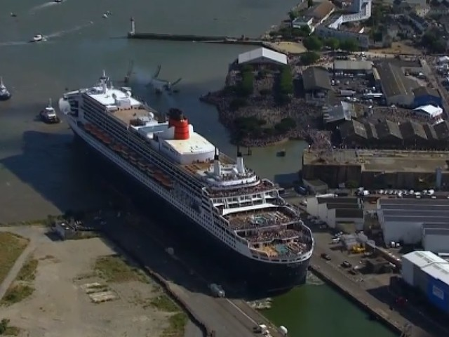 Les images magiques du Queen Mary 2 de retour à Saint-Nazaire