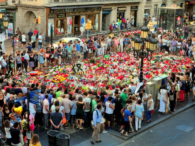 Attentats en Espagne: la police retrace le parcours des suspects