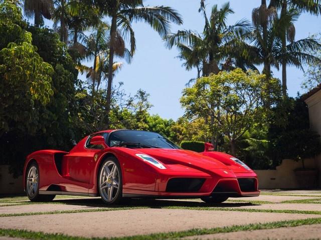 Une Ferrari Enzo établit un record pour un encan en ligne