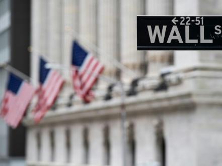 Wall Street ouvre en baisse, lestée par le virus en Chine