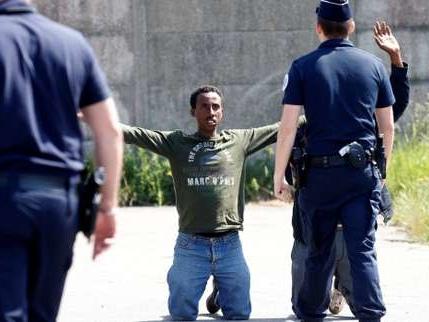 Réfugiés : Cohn-Bendit, Omar Sy et Médecins du monde demandent à Macron d'agir