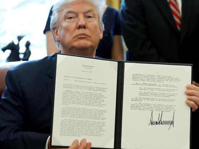 En cent jours, Donald Trump n'a pas fait grand-chose, sinon exhiber sa signature