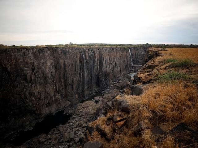 Chutes Victoria : un assèchement dramatique alarme... les pros du tourisme