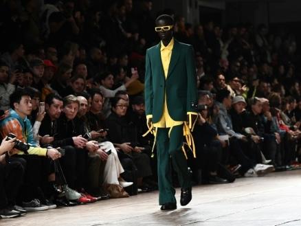 Mode à Paris: claquettes et couleurs pour Off-White, extravagance des Belges