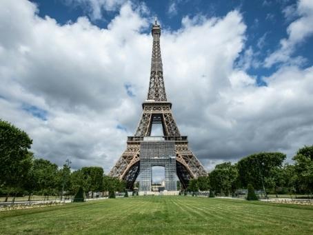 La Tour Eiffel se prépare à rouvrir, en espérant attirer les Franciliens