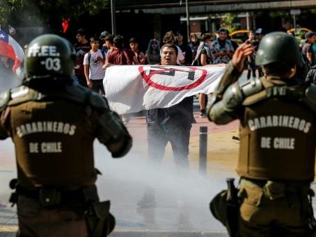 Chili: manifestations pro et contre une nouvelle Constitution