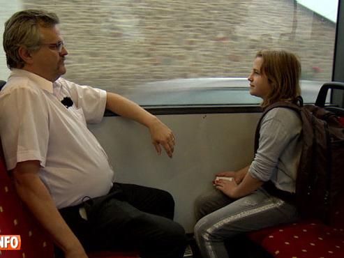 """Père et fille voyagent en TEC pour un trajet de repérage gratuit avant la rentrée: """"Il me donne ses conseils, maintenant je suis sûre de savoir quoi faire"""""""