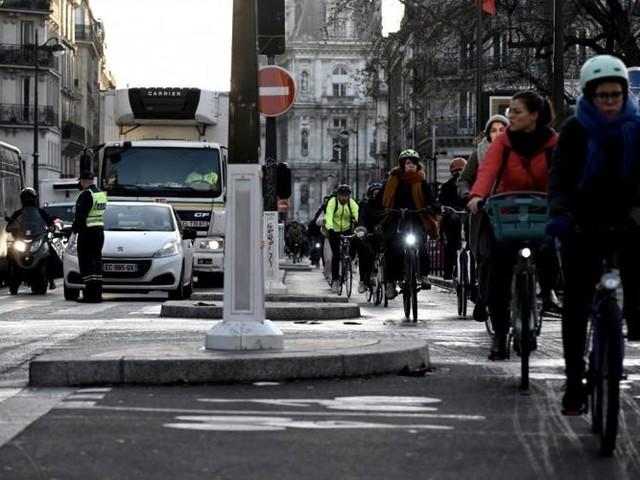 Grève: à Paris, jusqu'à 2,5 fois plus de vélos sur les pistes
