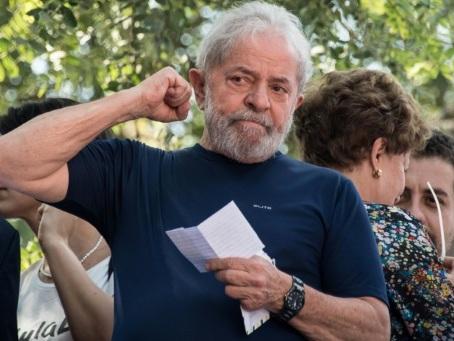 """Brésil : demande de """"libération immédiate"""" de Lula, ses partisans exultent"""