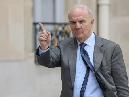 """Notre-Dame: le général Georgelin appelle à jouer collectif face à un """"immense défi"""""""
