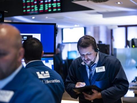 Wall Street ouvre en hausse malgré la mise en accusation de Trump