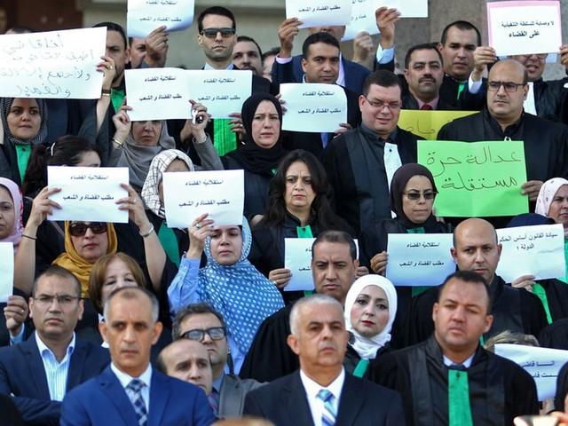 La contestation algérienne s'étend aux questions pétrolières