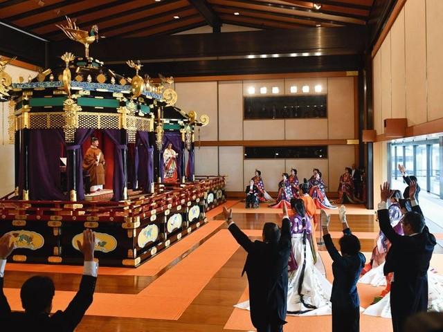 Japon, le sacre du Mikado