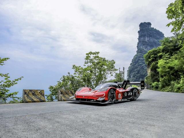 La Volkswagen ID.R bat un record d'ascension du mont Tianmen en Chine