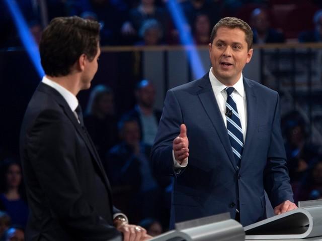 Débat en anglais: Scheer s'en prend vigoureusement à Trudeau