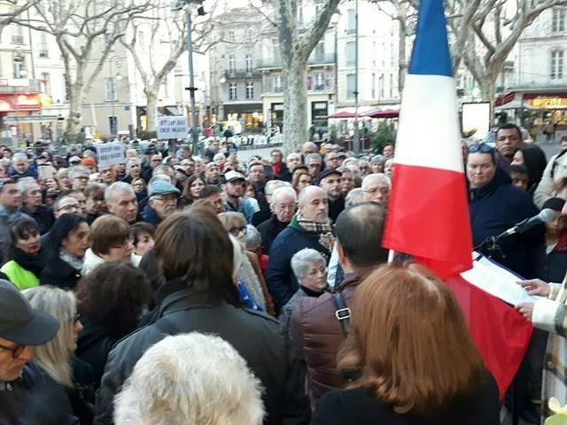 Plus de 200 personnes devant la mairie d'Avignon pour dénoncer les actes racistes et antisémites