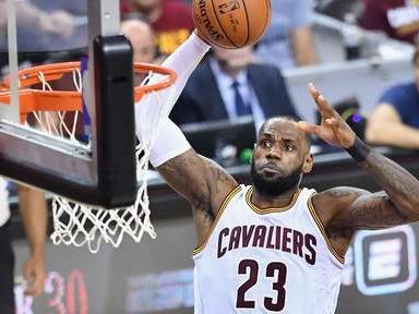 LeBron James dépasse Michael Jordan et Magic Johnson