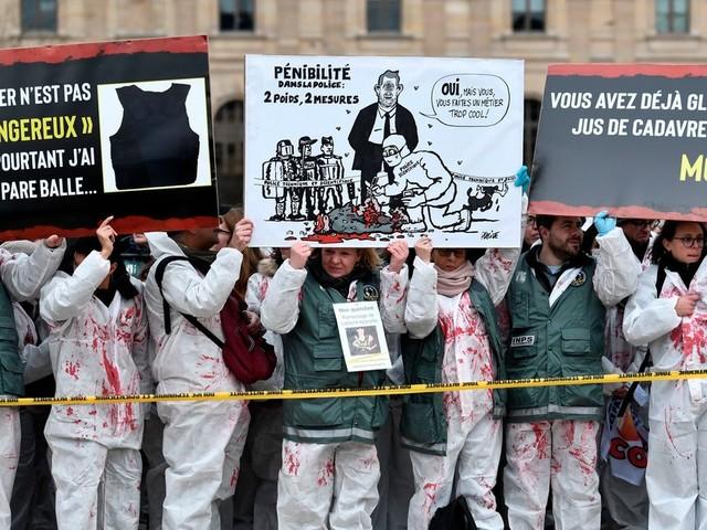 La police scientifique manifeste à Paris pour son statut