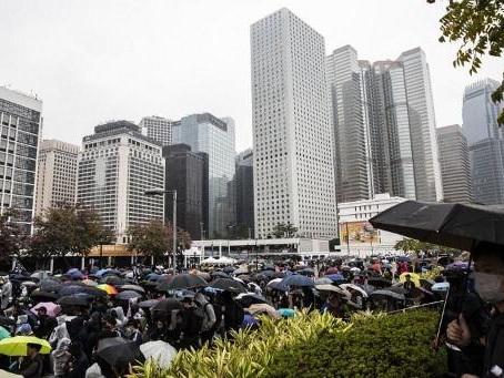 """Les autorités de Hong Kong promettent un """"nouveau départ"""" en 2020, sans convaincre"""