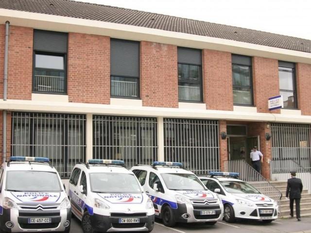 Un homme se donne la mort avec un fusil de chasse devant un commissariat en France