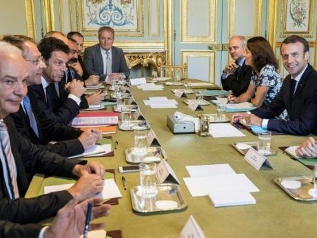 Macron renoue le dialogue avec les partenaires sociaux