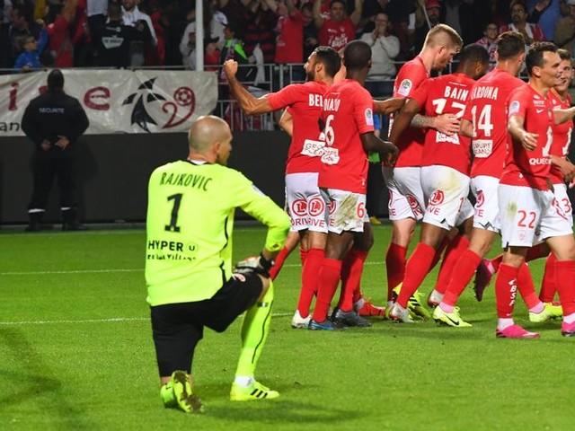 Ligue 1 : Brest fait craquer Reims dans les dernières secondes et décroche sa première victoire