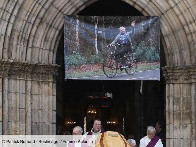 """Obsèques de Raymond Poulidor : Roxana Maracineanu, Bernard Thévenet... un dernier hommage émouvant à """"Poupou"""""""