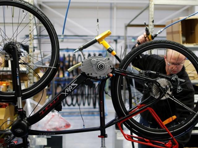 Darmanin annonce la fin de la prime d'achat d'un vélo électrique (au grand dam des constructeurs)