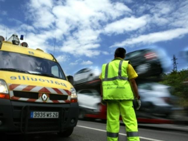 """Sur les autoroutes, la vulnérabilité des """"hommes en jaune"""""""