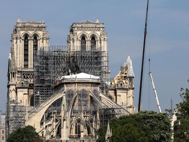 Notre-Dame : un angelot sculpté de la clé de voûte a été retrouvé