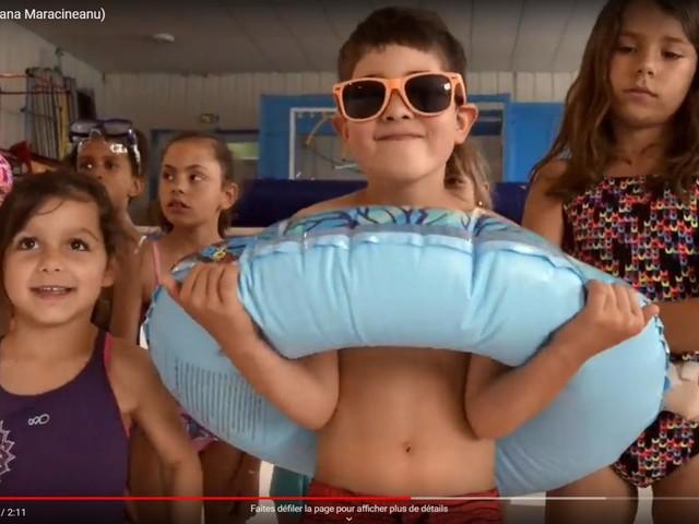 """La médaille du jour. Des enfants reprennent """"Roxane"""" de The Police pour interpeller la ministre des Sports et sauver la piscine de leur commune"""