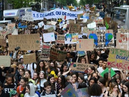 En France, les jeunes de nouveau dans la rue pour l'action climatique