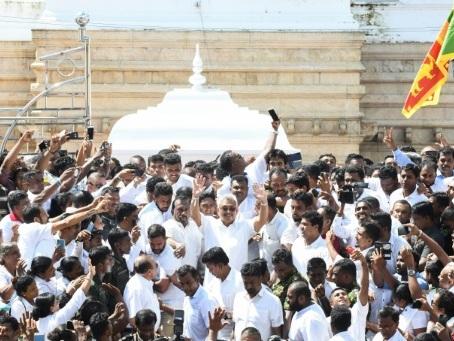 Gotabaya Rajapaksa prête serment comme président du Sri Lanka