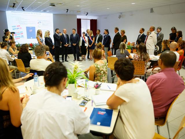 Laïcité, portable et Devoirs faits : déplacement dans un collège de Toulon - actu en images
