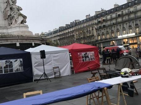"""Pourquoi des pompiers en colère """"tiennent le siège"""" place de la République"""