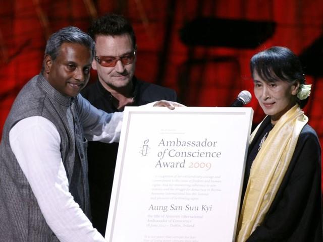Amnesty retire un prix remis à Aung San Suu Kyi