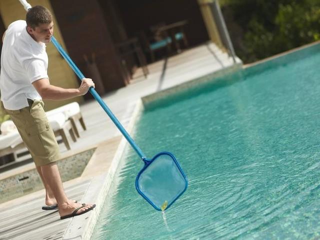 Elle se baigne en burkini, le propriétaire facture le nettoyage de la piscine
