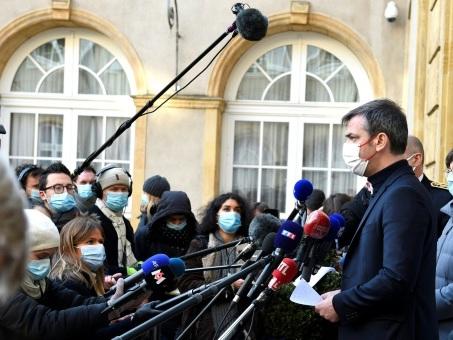 Moselle: Véran annonce plus de tests et de vaccins face à une flambée de Covid