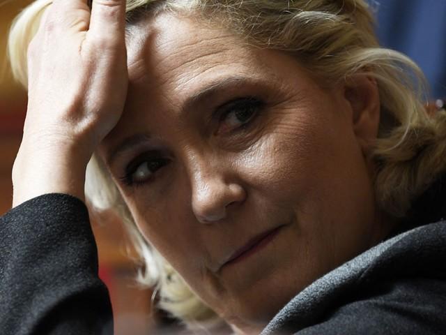 """Immigration : Marine Le Pen juge """"malheureux"""" de séparer les enfants de leurs parents"""