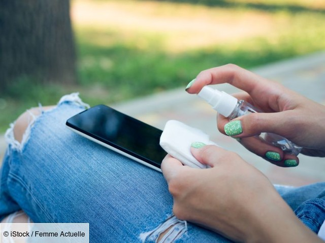 Bactéries, microbes : comment nettoyer efficacement son smartphone ?