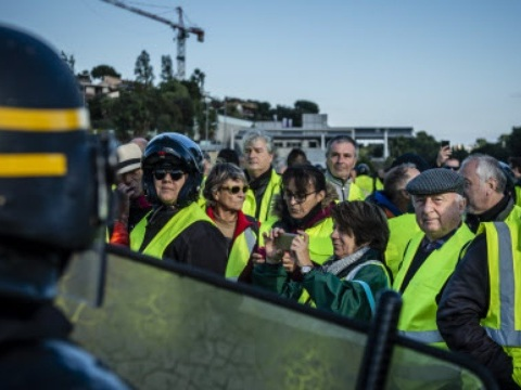 «Gilets jaunes»: Un syndicat de police invite les agents à se mettre en grève samedi
