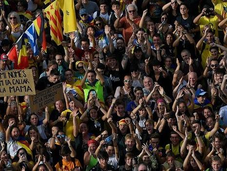 """500 000 manifestants, vols annulés, frontière bloquée : """"grève générale"""" en Catalogne"""