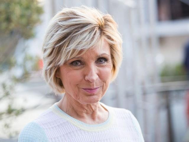 Évelyne Dhéliat revient sur sa bataille contre le cancer