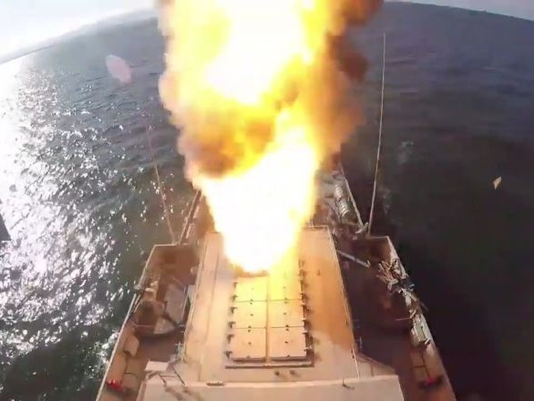 La Défense russe dément les informations sur un tir en partie raté de missiles Kalibr - vidéos