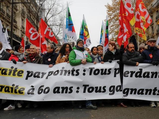 EN DIRECT - Grèves : l'intersyndicale appelle à des actions locales jeudi et une nouvelle manifestation mardi prochain