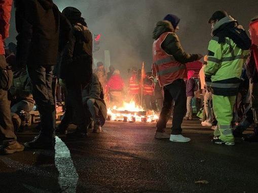 Grève : le dépôt de bus de Vitalis à Poitiers bloqué par des manifestants